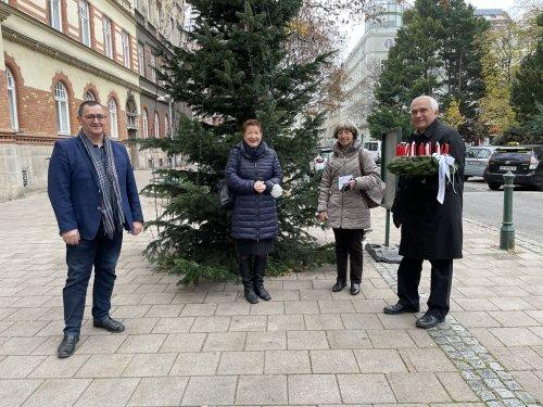 Bezirksvorsteher Hannes Derfler, Pfarrerin Ursula Arnold, Kuratorin Erna Huber, Pfarrer Hannes Pitters