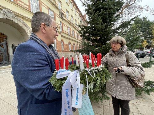 Bezirksvorsteher Hannes Derfler und Kuratorin Erna Huber
