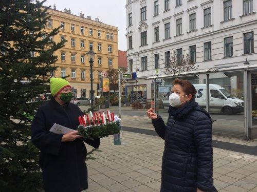 Bezirksvorsteherin Uschi Lichtenegger und Pfarrerin Ursula Arnold